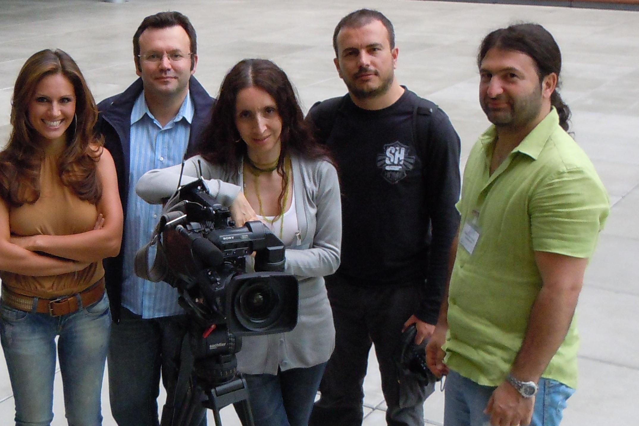 Nazan Eckes (RTL Sunucusu) Sema Korver ve kameramanlar