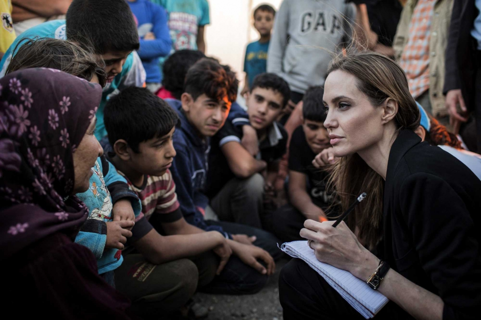 Angelina-Jolie-de-retour-sur-le-terrain_article_landscape_pm_v8