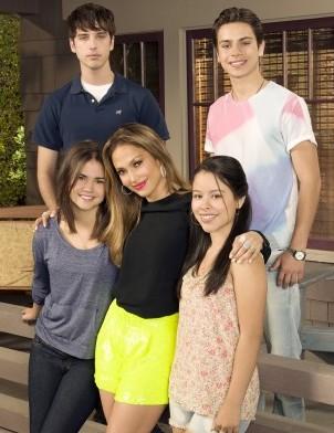 Jennifer Lopez ve The Fosters'in bazı oyuncuları