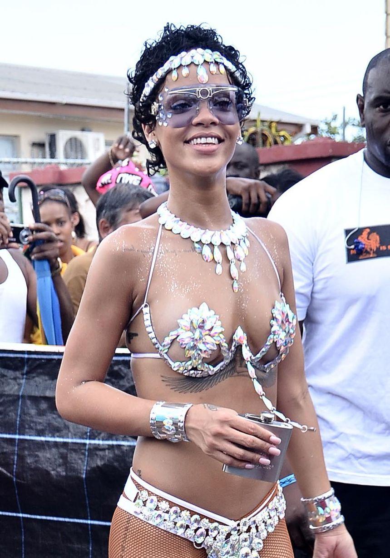 Rihanna-2129859-1