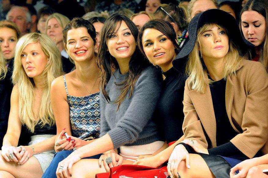 Ön sırada kız3/11FOTOĞRAF: GETTY IMAGES Daha az hayır, Topshop gösterisi (soldan sağa) de ön sırada: Ellie Goulding, Pixie Geldof, Daisy Lowe, Samantha Barks ve Suki Waterhouse Geri Önce