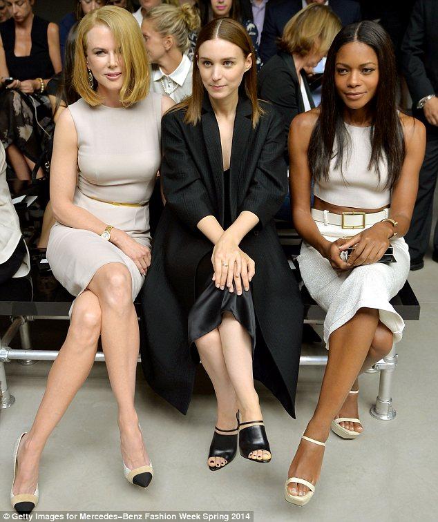 Nicole Kidman güne, Rooney Mara ve Naomie Harris'le birlikte Calvin Klein'in 2014 İlkbahar-Yaz kreasyonlarını izleyerek, mutlu başlamıştı, ama ne olduysa otele dönüşte oldu...