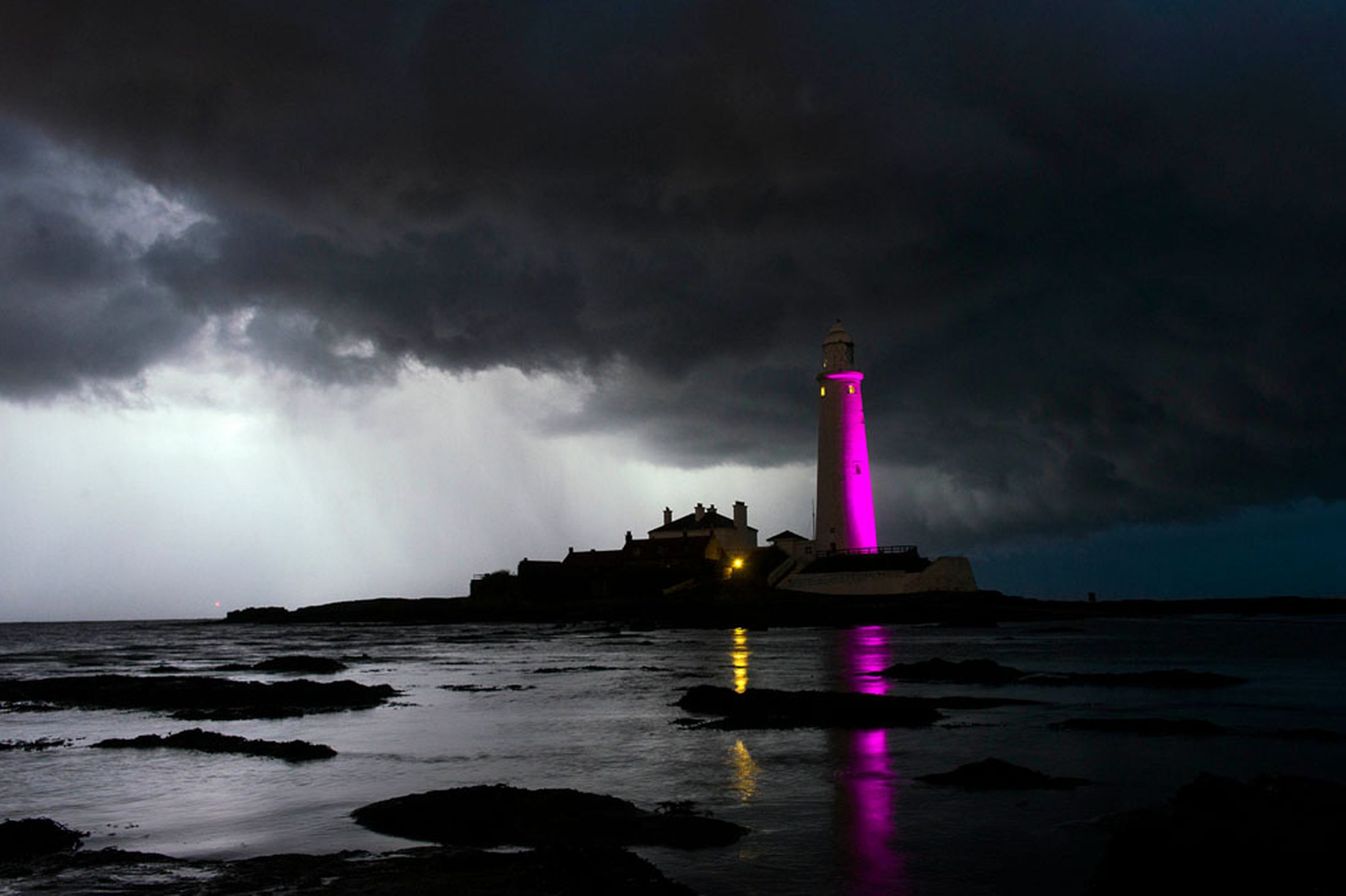 Dark-clouds-are-seen-behind-St-Marys-Lighthouse-Whitley-Bay-North-Tyneside-25th-October-2641149