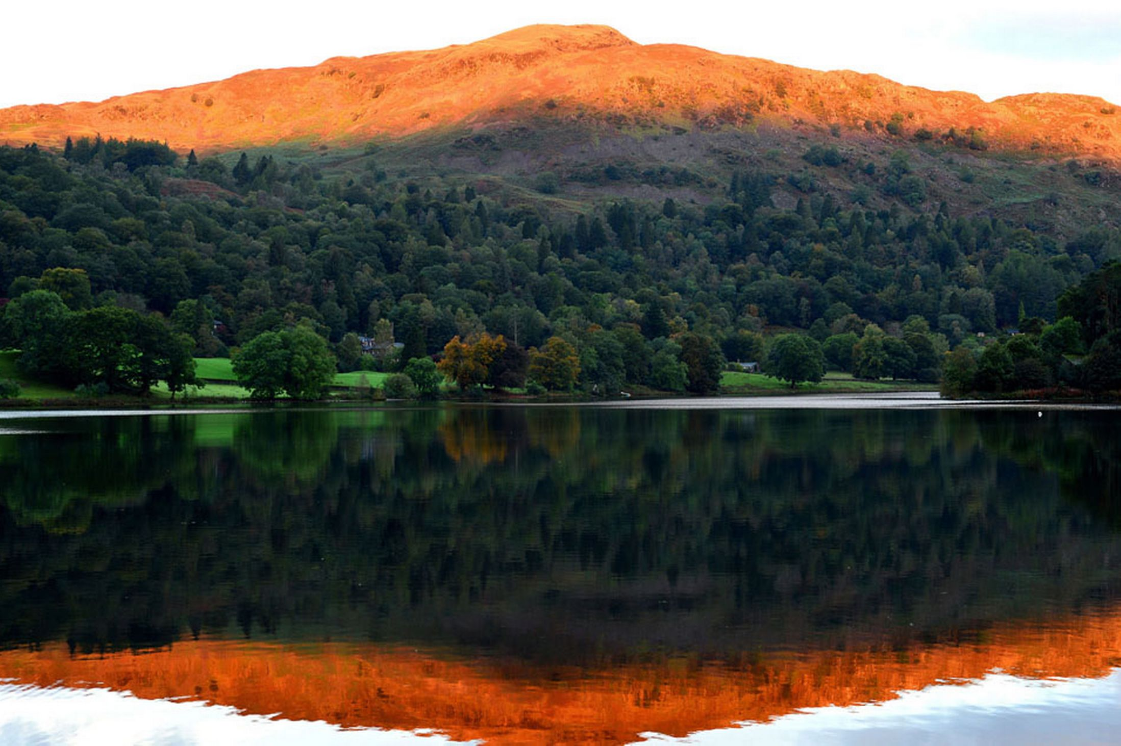 The-Autumn-sun-lights-up-the-peaks-near-Grasmere-Lake-in-the-Lake-District-6th-October-2641168