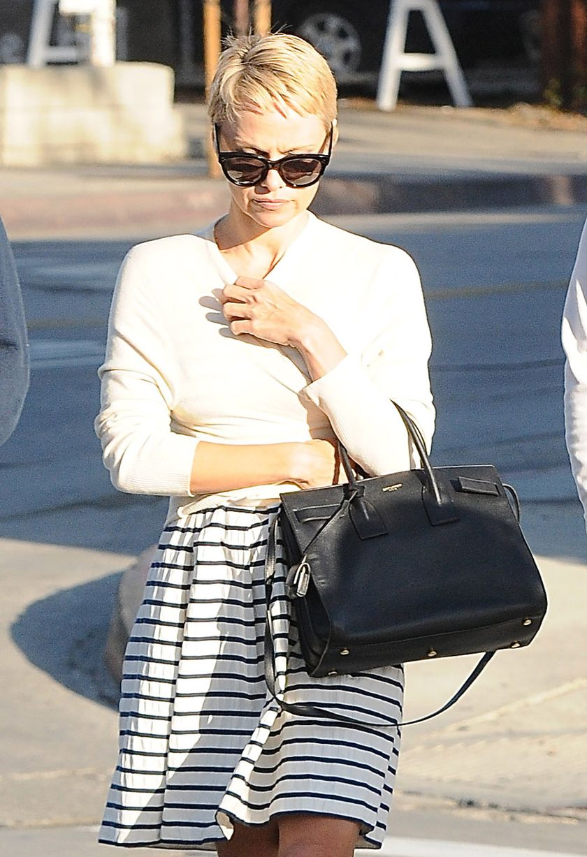 £££-Pamela-Anderson-spotted-with-new-short-hair-cut-2662111