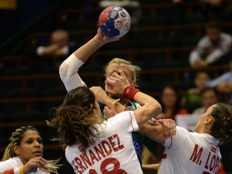 handball-foul__35999357__MBQF-1387351434,templateId=renderScaled,property=Bild,height=349