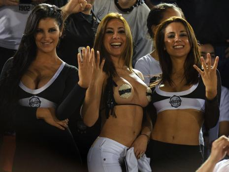 sexy-paraguay-fans.jpg__33576024__MBQF-1374476744,templateId=renderScaled,property=Bild,height=349
