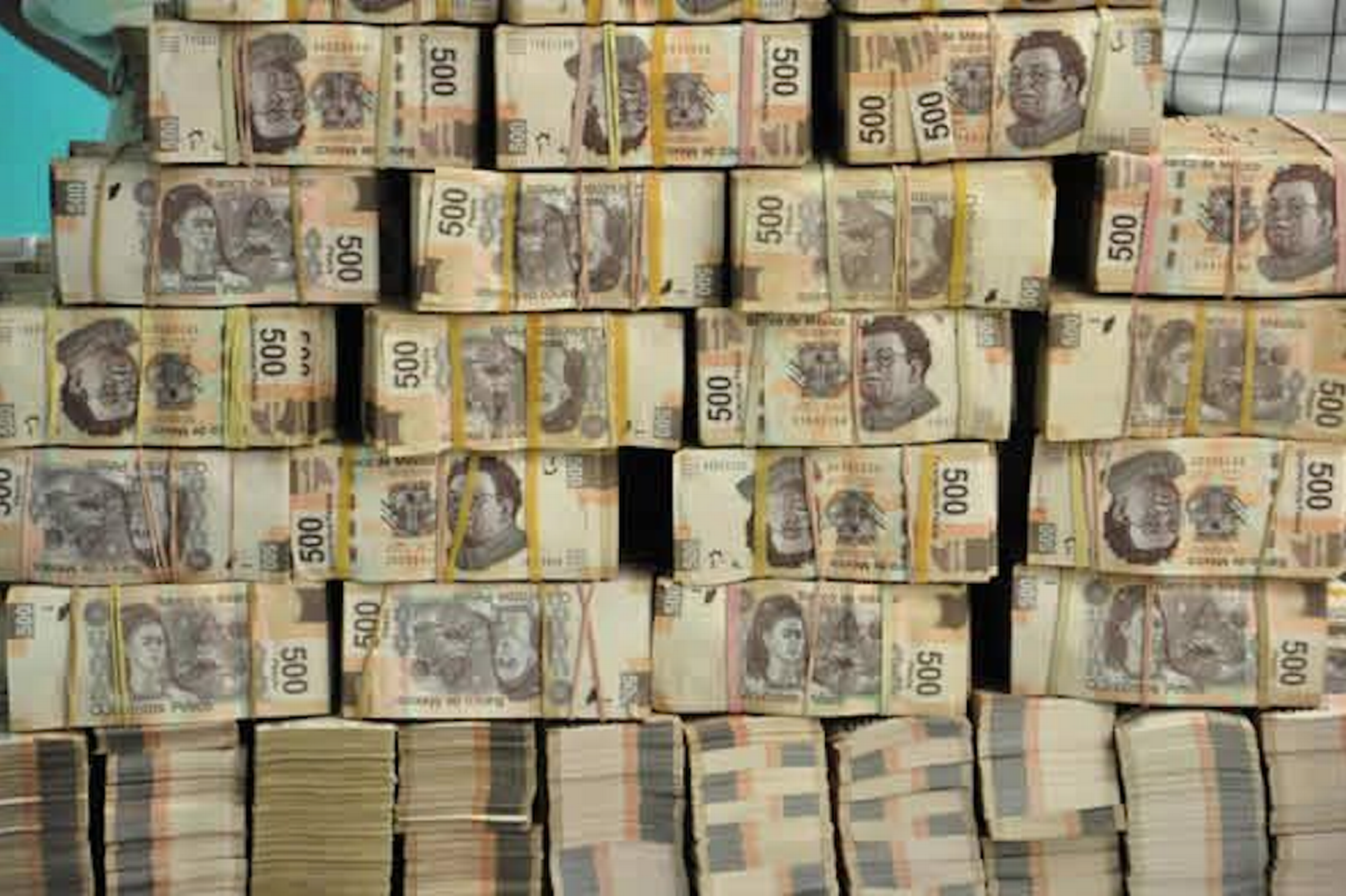 Mexico-drug-dealers-face-arrest-for-Facebook-pics-of-their-wealth-3004565