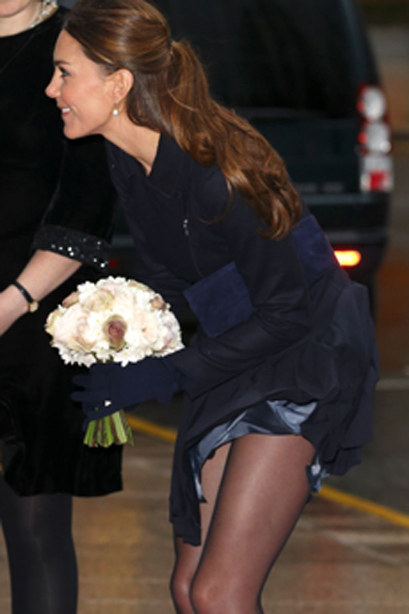 £££-Kate-Middletons-skirt-gets-caught-in-the-wind-2811834
