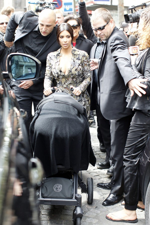 kim-kardashian-butterflydress-paris-may-22-1