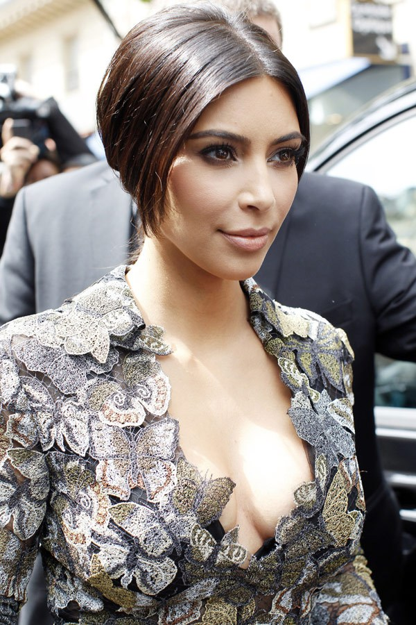 kim-kardashian-butterflydress-paris-may-22-2