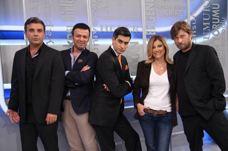 """Muhalif mizah programı """"Heberler""""in sunucusu Memet Ali Alabora, artık yurtdışında, yapımcısı Elif Dağdeviren, """"Altın Portakal""""ın Direktörü olarak Antalya'da..."""