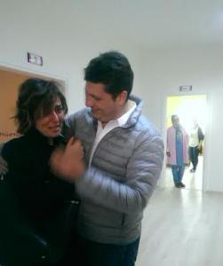 Kübra Demiralay, eşinin sürprizi karşısında gözyaşlarını tutamadı.