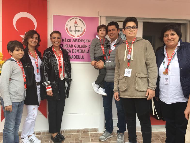 Kübra - Mustafa Demiralay çifti, çocukları, Gülben Ergen ve ÇGD Başkan Yardımcısı Elvan Oktar