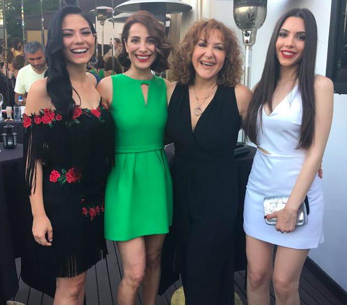 """""""NO: 309""""da çiçekçi Songül rolündeki Sumru Yavrucuk'un kızları """"Lale""""yi Demet Özdemir, """"Nilüfer""""i Fatma Toptaş, """"Nergis""""i de Pelin Uluksar canlandırıyor."""